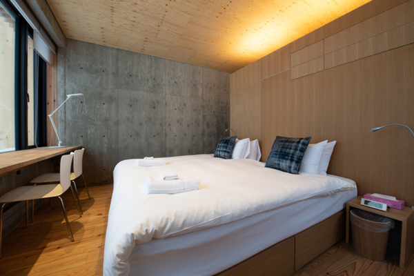 Puffin Bedroom with King Size Bed and Study Table | Lower Hirafu