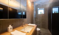 Puffin En-Suite Bathroom with Shower | Lower Hirafu