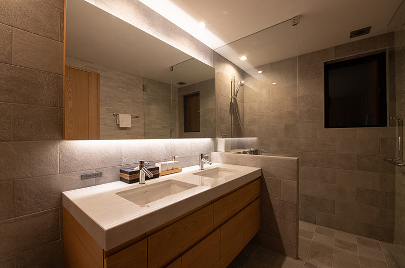 Soseki His and Hers Bathroom | Lower Hirafu
