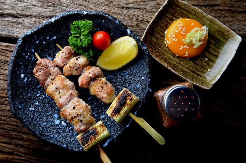 powderlife-japan-niseko-izakaya-food