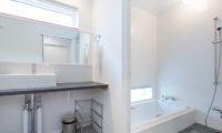Ajisai Bathroom with Bathtub   Middle Hirafu