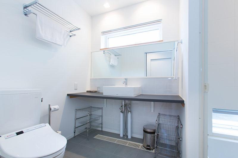 Ajisai Bathroom with Mirror   Middle Hirafu