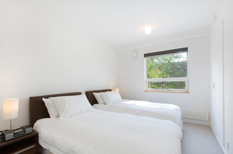 Ajisai Twin Bedroom with Window   Middle Hirafu