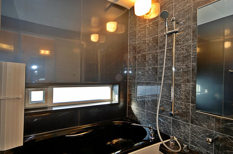 Casi 67 East En-Suite Bathroom with Bathtub | Lower Hirafu