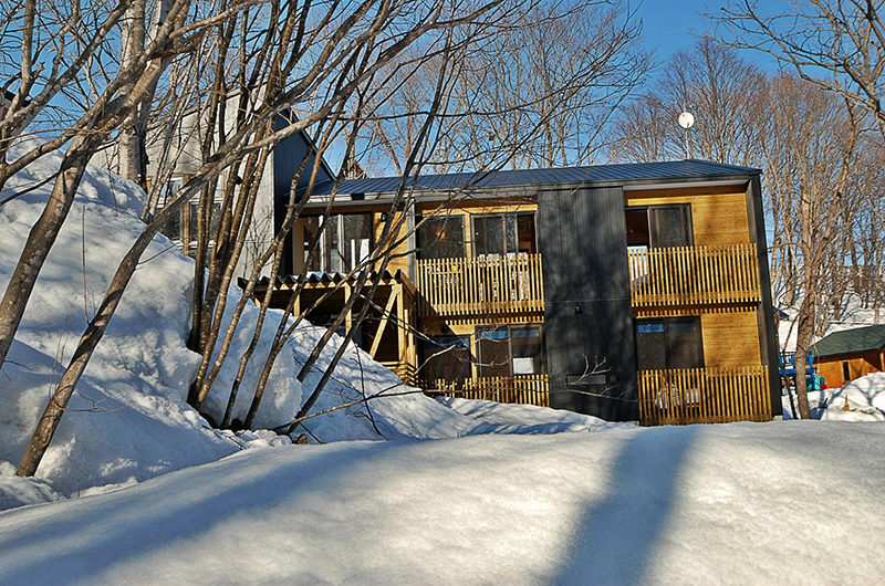 Casi 67 East Outdoor Area with Snow | Lower Hirafu
