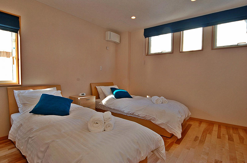 Casi 67 West Twin Bedroom with Wooden Floor and Window | Lower Hirafu