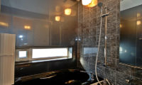 Casi 67 West Bathroom with Bathtub | Lower Hirafu
