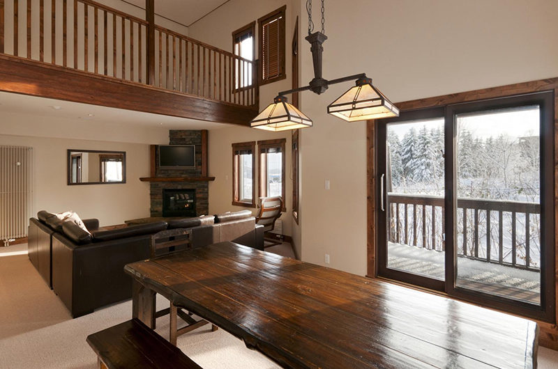 Ishi Couloir B Living and Dining Area | East Hirafu