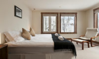 Ishi Couloir C Bedroom with Seating Area | East Hirafu