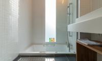 Komorebi Chalet Bathroom with Shower | East Hirafu