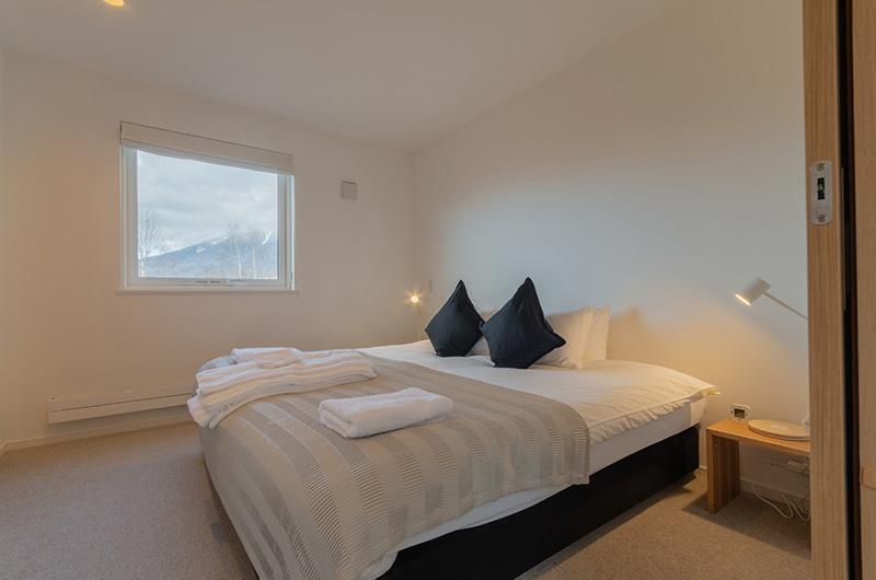 Komorebi Chalet Bedroom with Window | East Hirafu