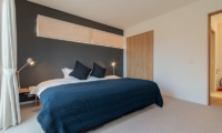 Komorebi Chalet Bedroom with Side Lamps | East Hirafu