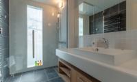 Komorebi Chalet En-Suite Bathroom with Shower | East Hirafu