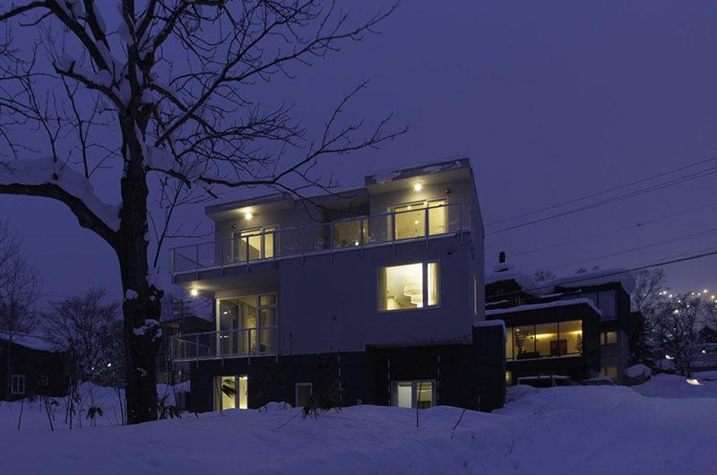 Mizunara Exterior at Night | Lower Hirafu