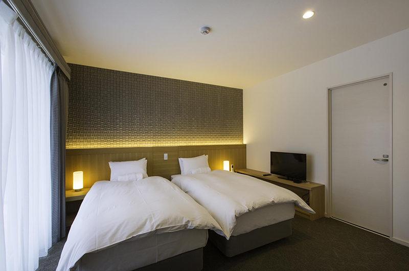 Mizunara Twin Bedroom with TV | Lower Hirafu