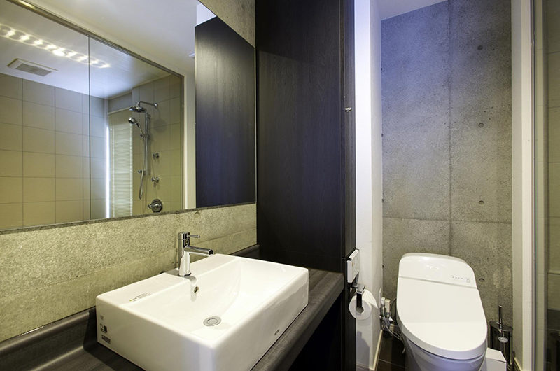 Mizunara Bathroom with Mirror | Lower Hirafu