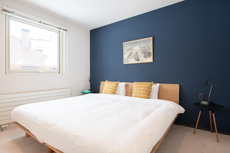 Roku Bedroom with Side Lamps | West Hirafu