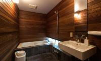 Sekka Ni 1 Bathroom with Bathtub   Lower Hirafu