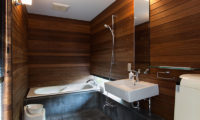Sekka Ni 2 Bathroom with Bathtub | Lower Hirafu