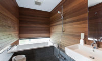 Sekka Ni 3 En-Suite Bathroom with Bathtub | Lower Hirafu