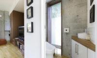 Yuuki Toride Bedroom and Bathroom | Lower Hirafu