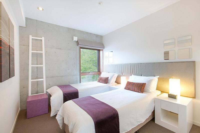 Yuuki Toride Twin Bedroom with Table Lamps | Lower Hirafu