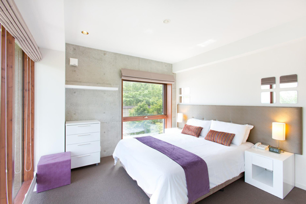 Yuuki Toride Bedroom with Carpet and Table Lamps | Lower Hirafu