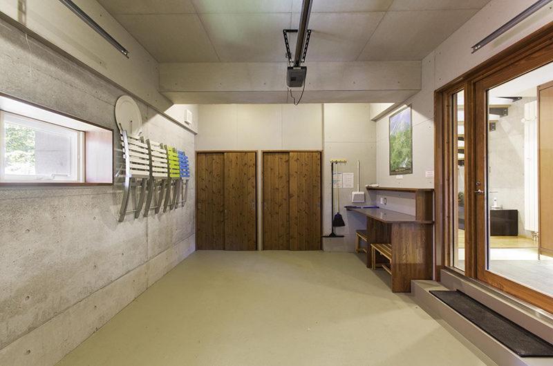 Yuuki Toride Drying Room and Seating Area | Lower Hirafu
