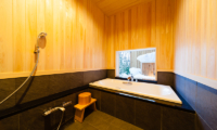 Asagiri Chalet Bathroom with Bathtub | Upper Wadano