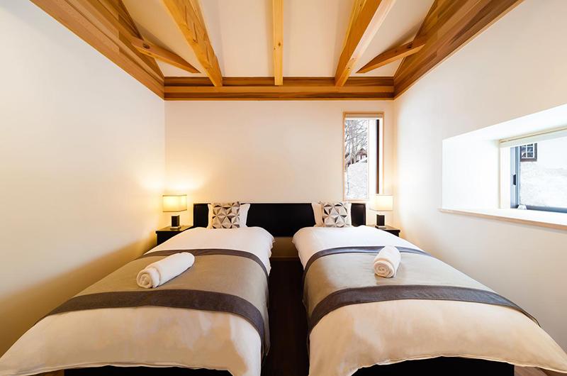 Asagiri Chalet Twin Bedroom with Side Lamps | Upper Wadano
