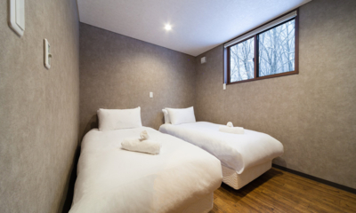 Mizuho Chalets Twin Bedroom with Wooden Floor | Happo Village