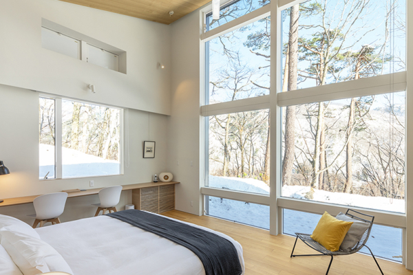 Sakka Rocks Chalet Bedroom with Outdoor View | Upper Wadano