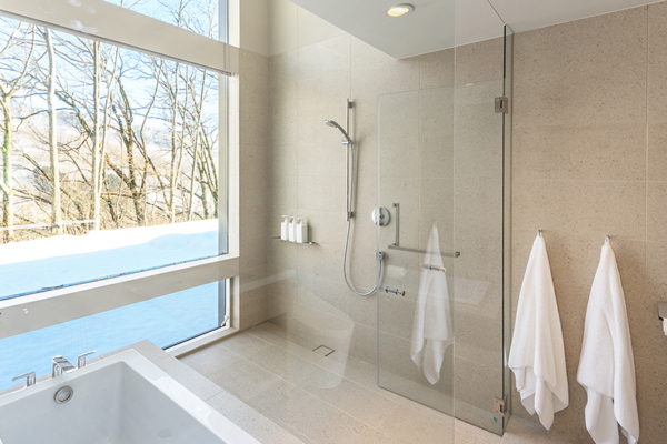 Sakka Rocks Chalet Bathroom with Bathtub | Upper Wadano