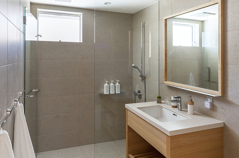 Sakka Rocks Chalet Bathroom | Upper Wadano
