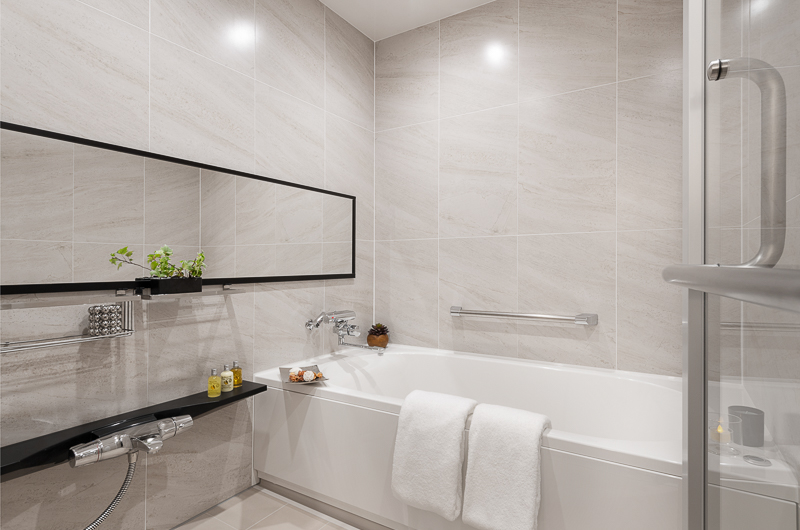 Hinode Hills Bathroom with Mirror   Niseko Village