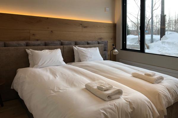 Koa Niseko Twin Bedroom with Outdoor View | Higashiyama
