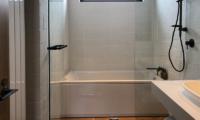 Koa Niseko Bathroom with Bathtub | Higashiyama