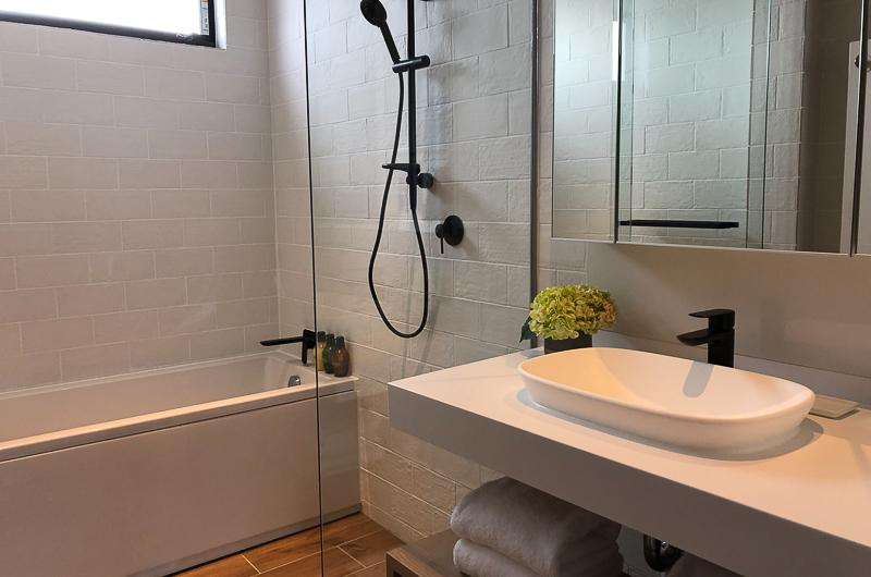 Koa Niseko Bathroom with Bathtub and Shower | Higashiyama