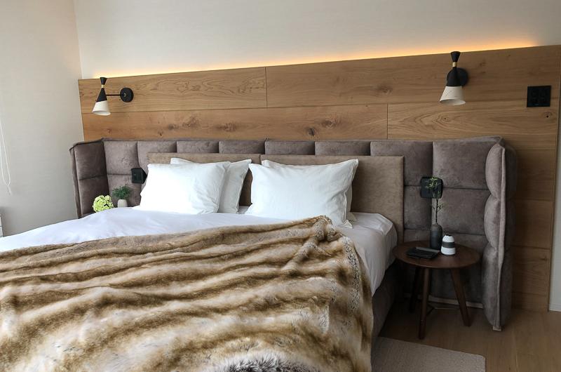 Koa Niseko Bedroom with Lamps   Higashiyama