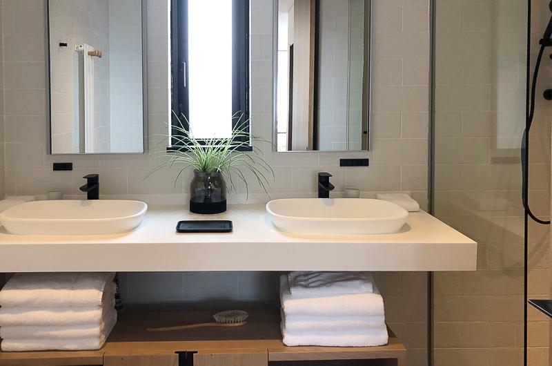 Koa Niseko His and Hers Bathroom | Higashiyama