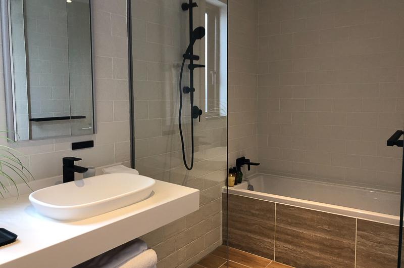Koa Niseko Bathroom with Mirror   Higashiyama