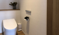 Koa Niseko Bathroom with Wooden Floor   Higashiyama