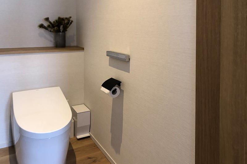 Koa Niseko Bathroom with Wooden Floor | Higashiyama