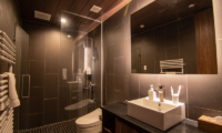 Panorama Niseko Bathroom with Shower | East Hirafu