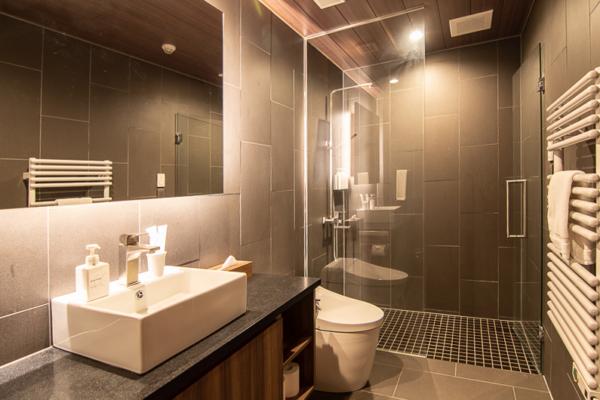Panorama Niseko Bathroom with Mirror | East Hirafu