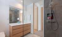 Hokkaidaway Bathroom with Shower | West Hirafu