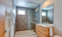 Hokkaidaway Bathroom | West Hirafu