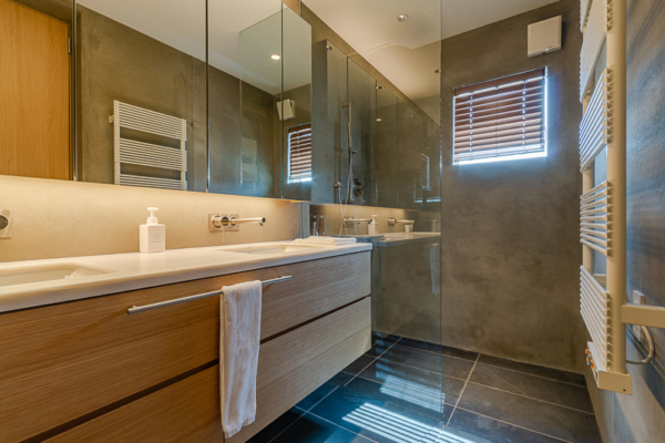 Silver Dream His and Hers Bathroom | West Hirafu