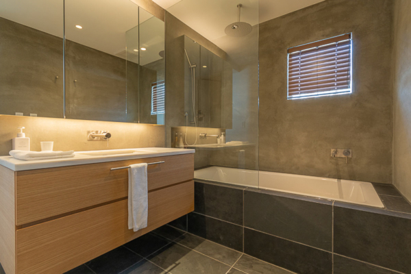 Silver Dream Bathroom with Bathtub and Mirror | West Hirafu