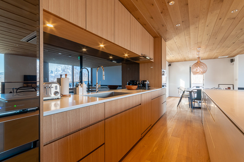 Silver Dream Kitchen Area | West Hirafu